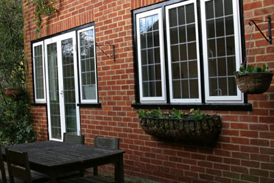 Patio table and chairs for Maidenhead self catering apartment for short term let. Rooms to let in Maidenhead