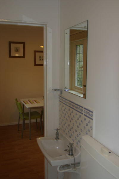 Bathroom Sink for Maidenhead self catering apartment for short term let. Rooms to let in Maidenhead