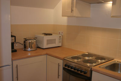 Kitchen Counter for Maidenhead self catering apartment for short term let. Rooms to let in Maidenhead