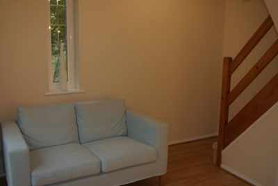 Sofa for Maidenhead self catering apartment for short term let. Rooms to let in Maidenhead